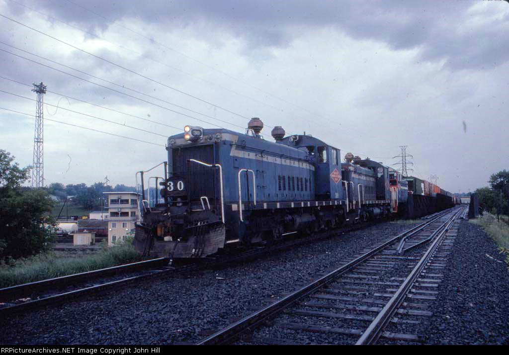 1347-05 Westbound SOO/MN&S transfer crosses over BN Northtown Yard at CTC 35th