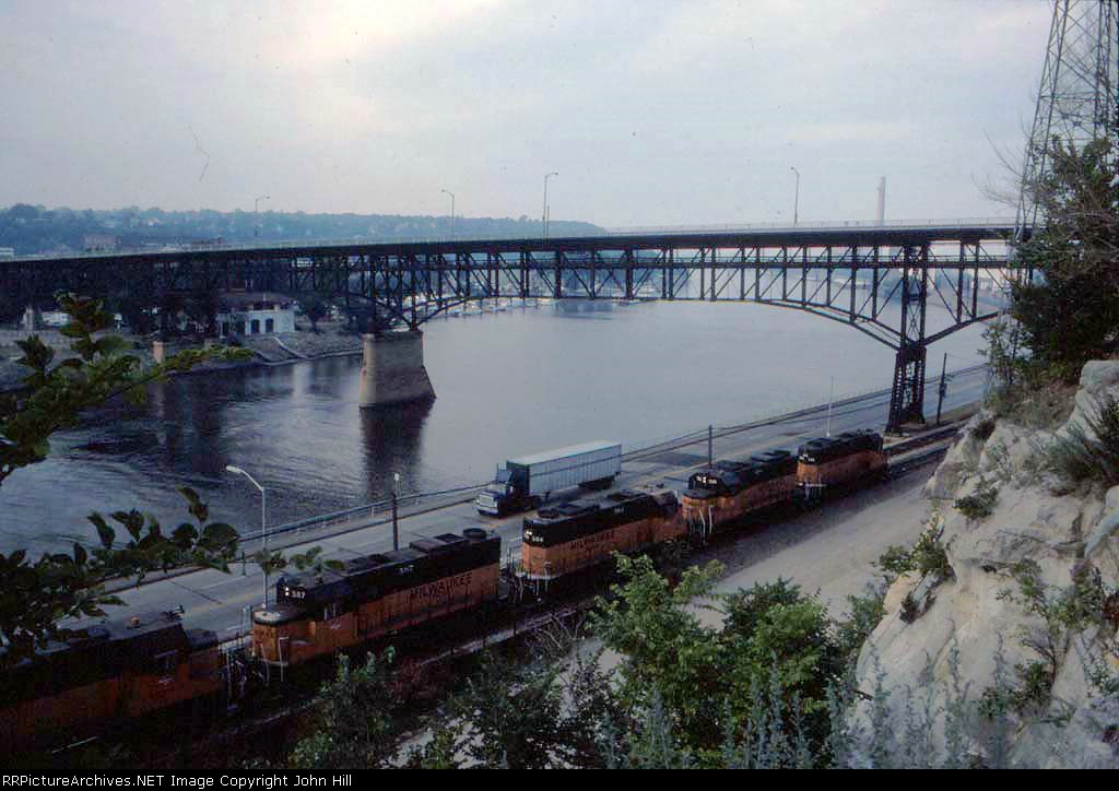 1367-25 Southbound MILW I&M train passes Wabasha St. bridge heading for C&NW Western Ave Yard