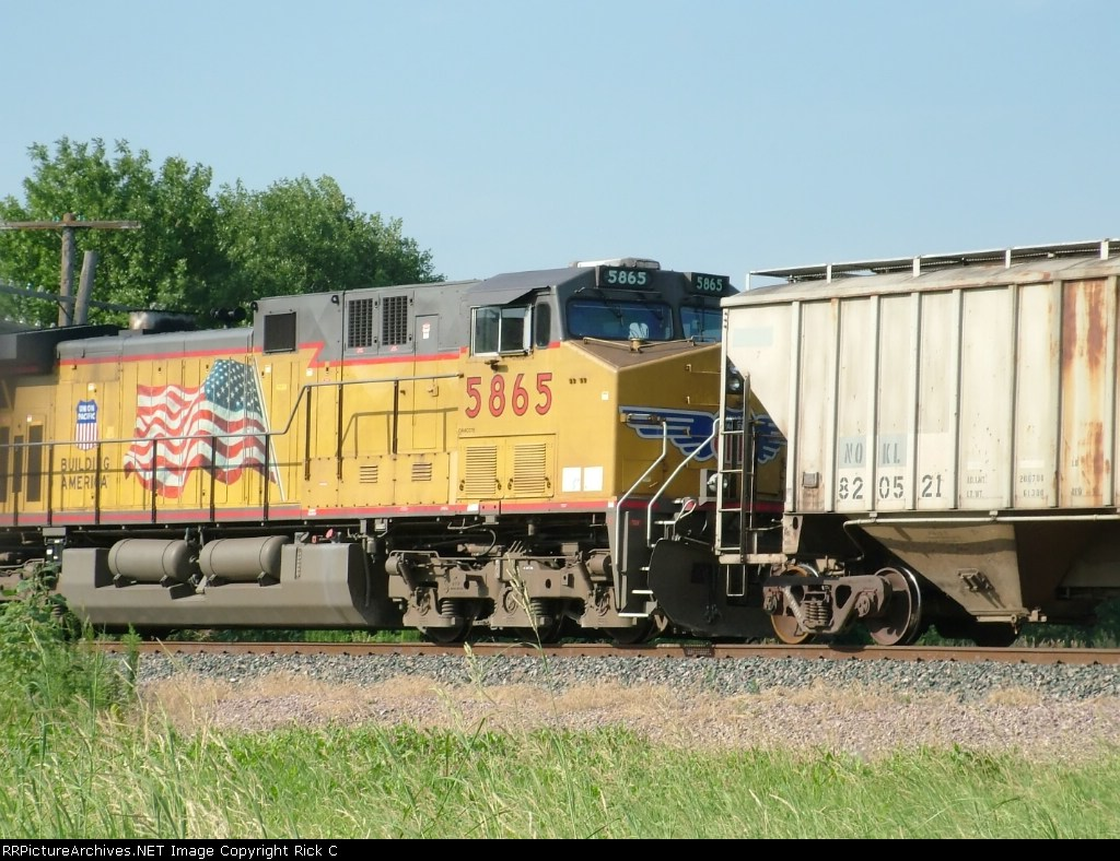 UP 5865 - #3 Power on EB Grain