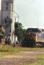 Q 339 , lead by CSXT 772, makes the turn at Deshler ( 9:38 AM)