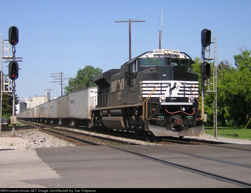 NS 2701 takes a Road Railer Train East.