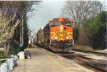 BNSF 5476, Glides Past Two Passengers at East Lansing Michigan