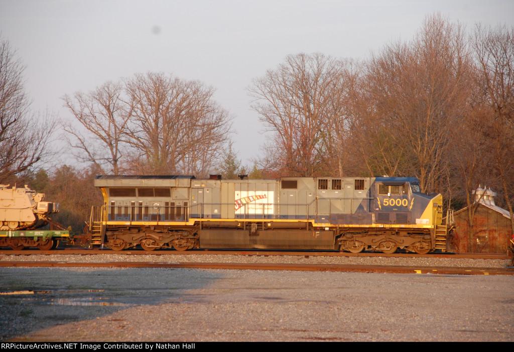 CSXT 5000 DIM AC60 on X98305 military train