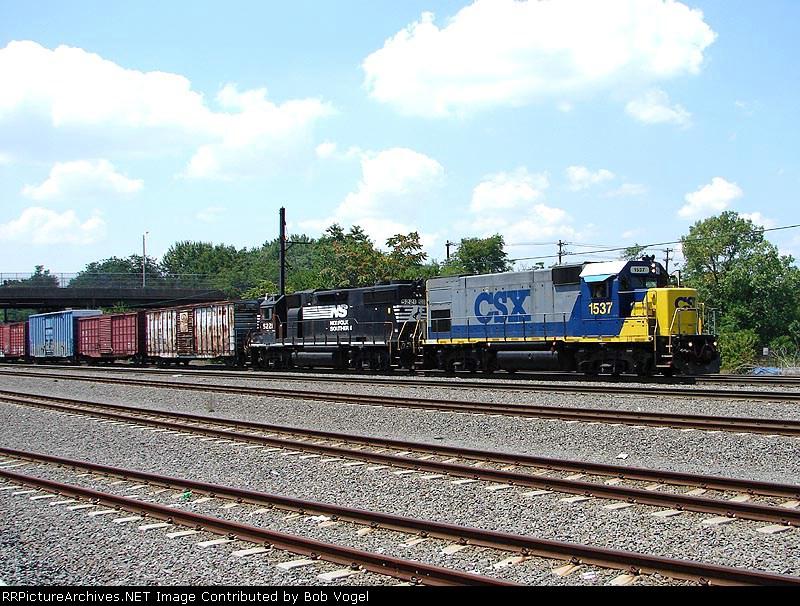 CSX 1537 & NS 5221