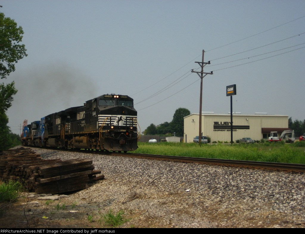 NS 9244 EB right behind the UP 5189
