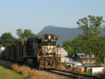 NS 9758 (C&W) on her way to Shenandoah with The Massanutten Peak behind her