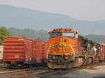 BNSF 831 brings 38Q to a stop