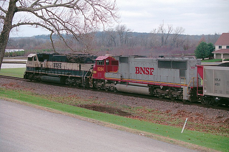 BNSF 9834 and 8284
