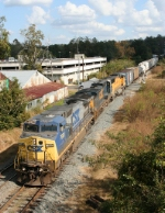 CSX 7685 LEADS Q605 into the running track