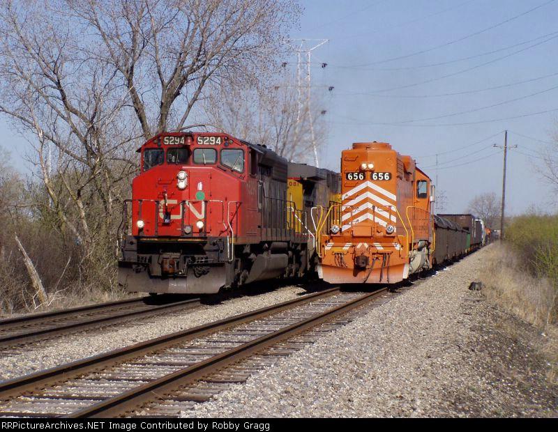 CN 5294 passes EJ&E 656