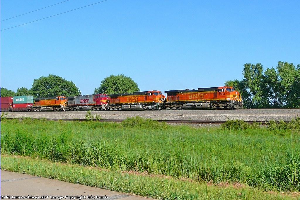 BNSF 4584 west