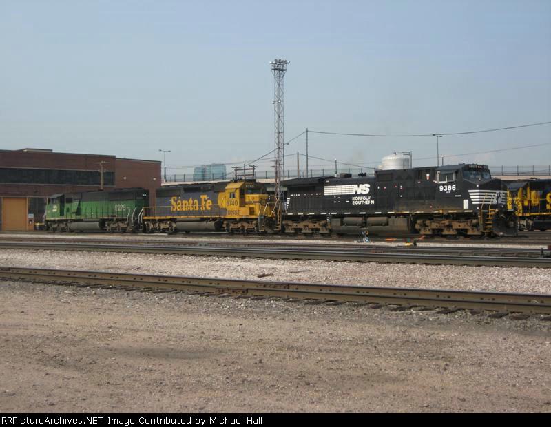NS 9386, BNSF 6740, BNSF 9228