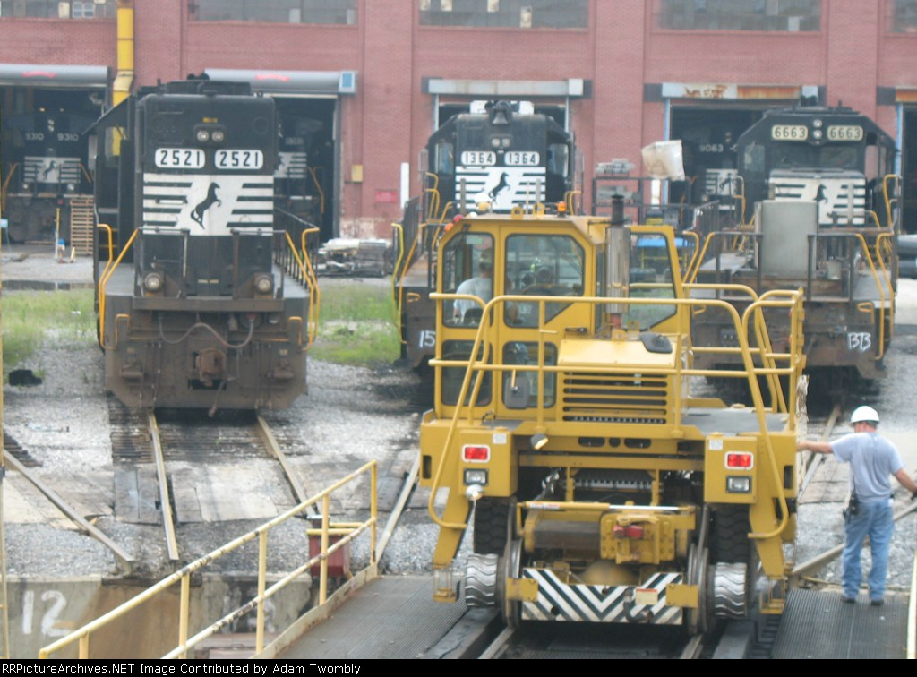 6 Locomotives and NS's Trackmobile