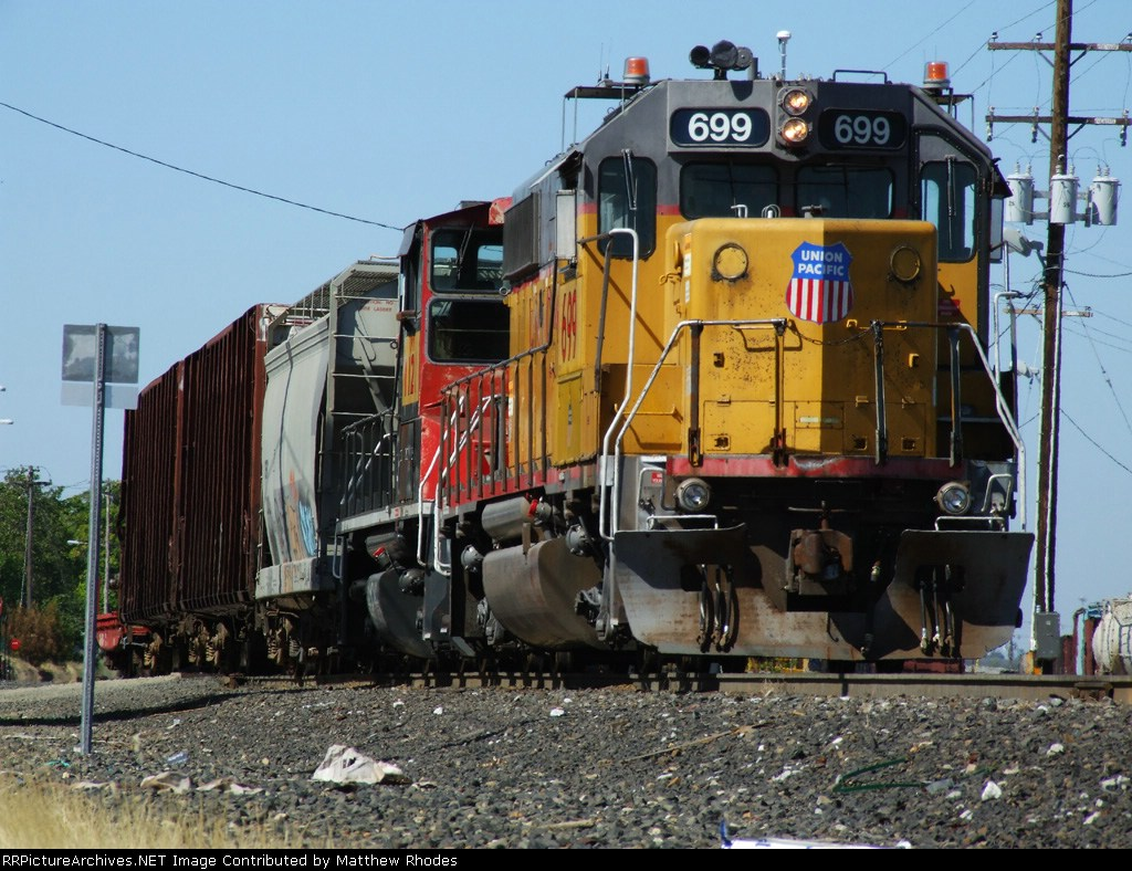 UP 699 in the city yard