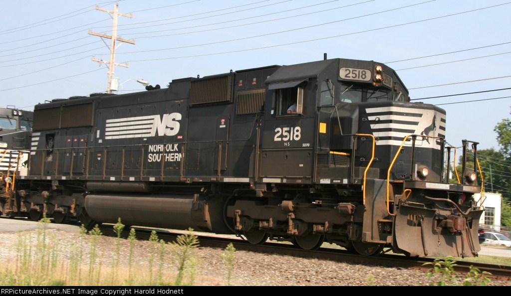 NS 2518 leads train P30 towards Pomona Yard