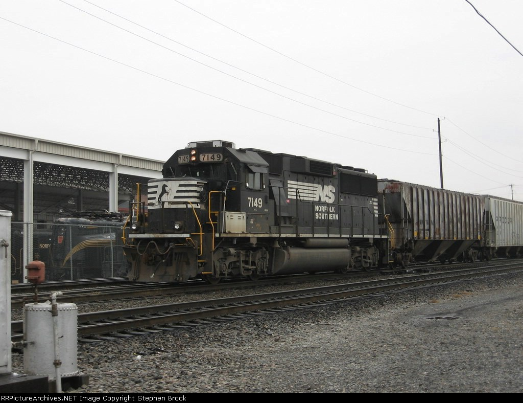 NS 7149 waiting to leave behind the VMT
