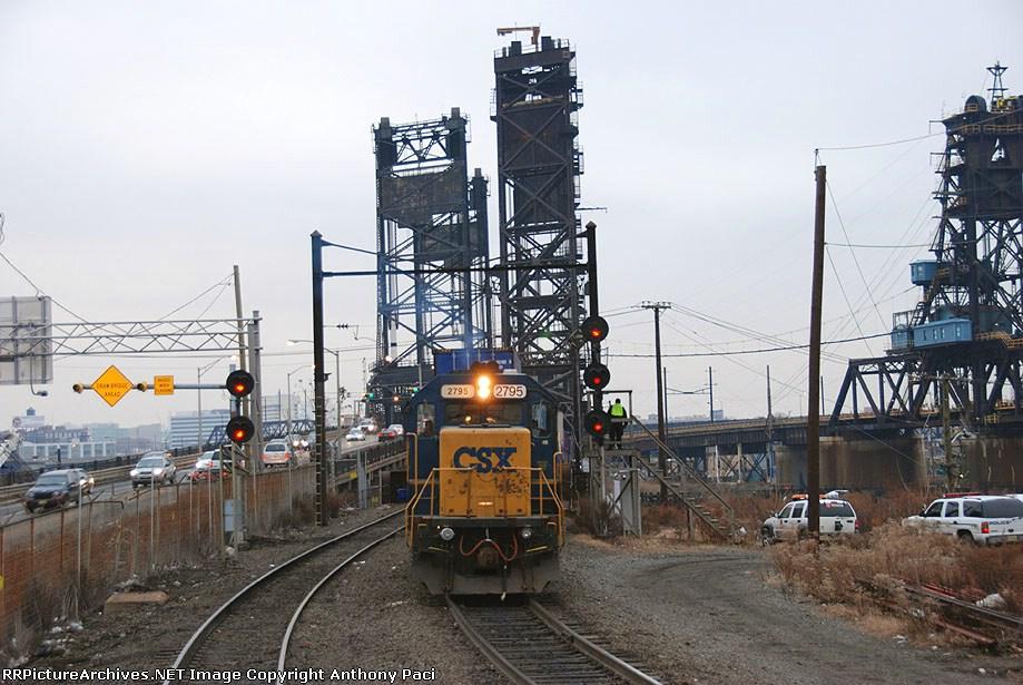 CSXT 2795 pulling into South Kearny Yard