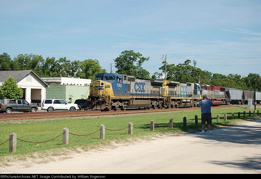 Southbound CSX Transportation Freight Train with GE C40-8W No. 7745, C40-8 No. 7577 and (Ex EMD Demonstrator No. 7000) SD70M No. 4675 providing power