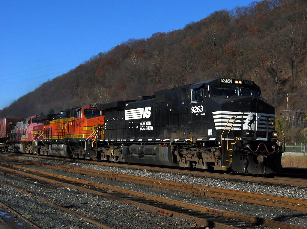NS 9263 with BNSF power