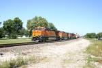 BNSF 7517 heads west