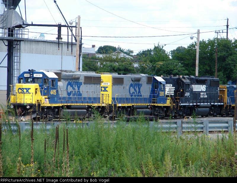 CSX 4415 & 2810; NS 5220