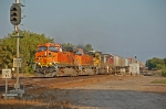 BNSF 7637 takes the crossovers