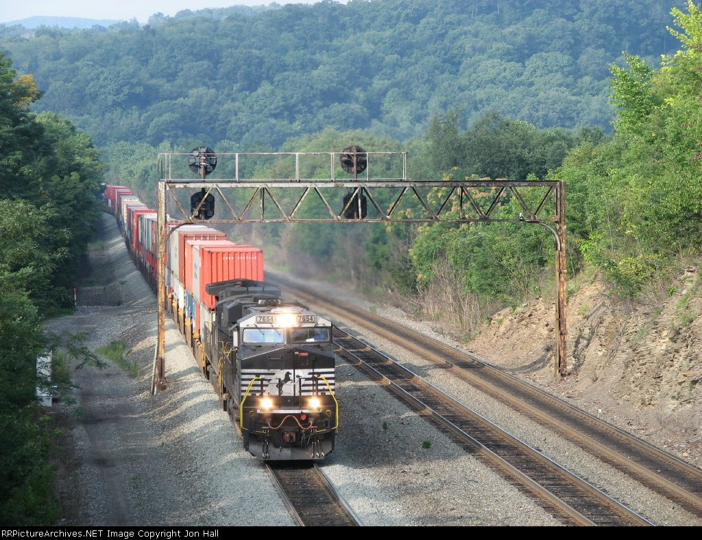 20G rolling to the bottom of the hill as it passes under the signals at CP Slope