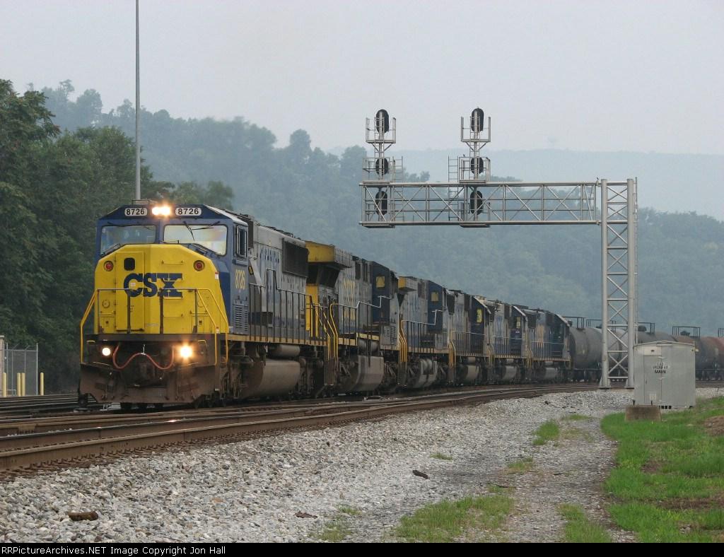 8726 leading Q352 under the Virginia Ave signals