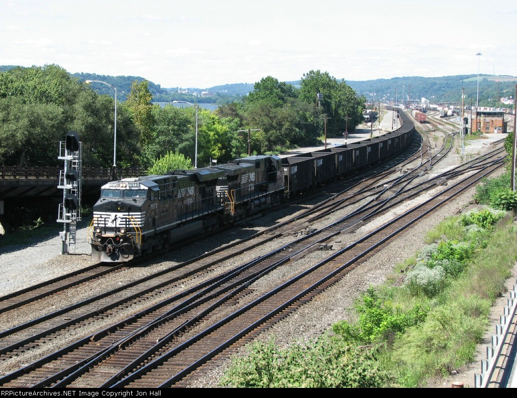 NS 7573 leads coal empties east through East Conway