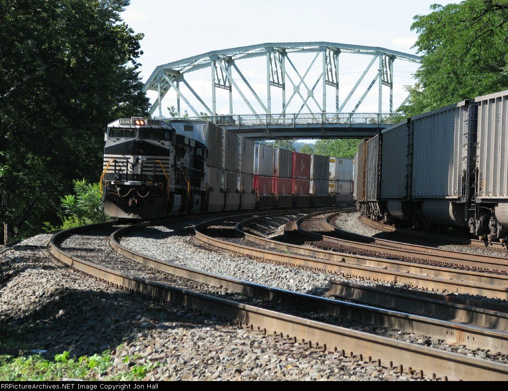NS 9936 & 9850 approaching from the north with 20R