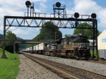 NS 2743 & 9105 passing under the old Pennsy style signals with 22W
