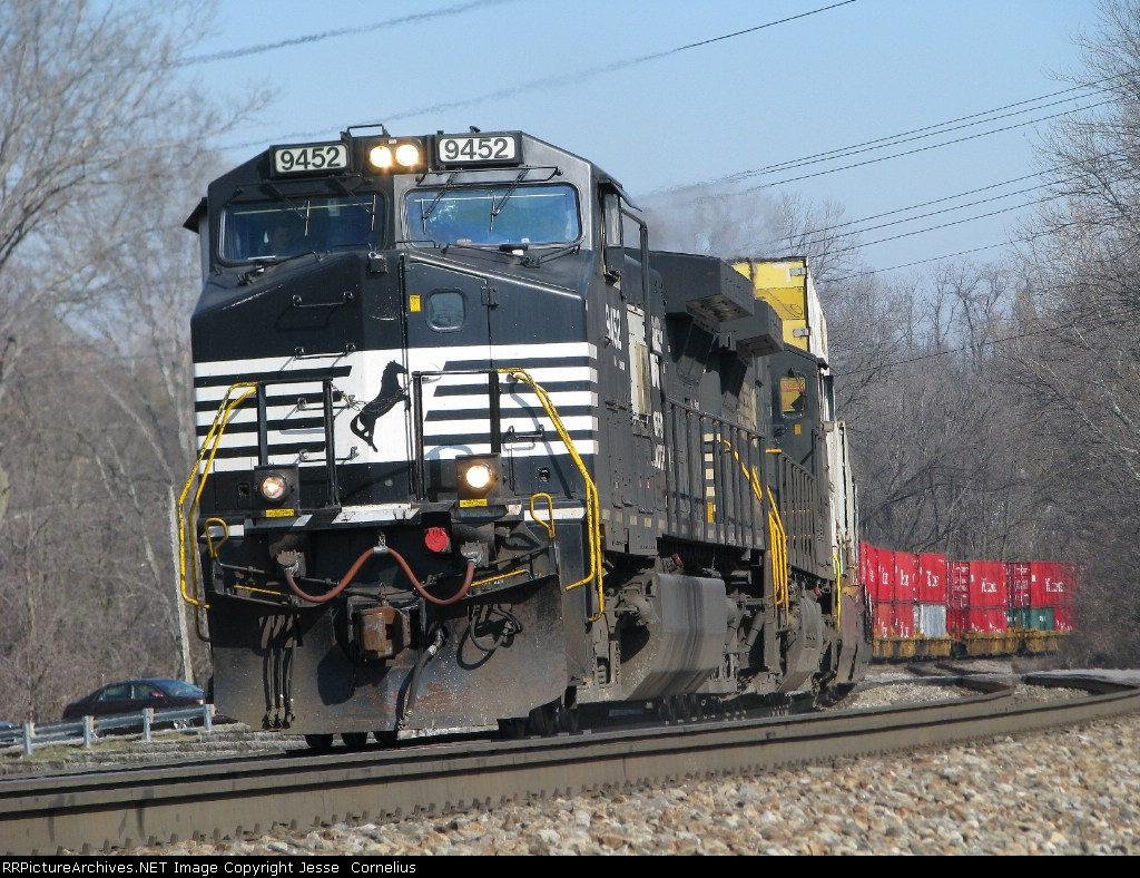 NS 9452 leadin' NS 215 Southbound