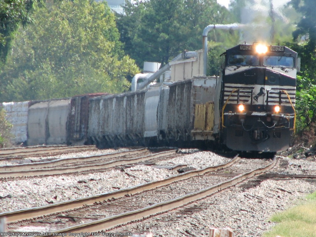 NS 9624 & NS 8738 southbound