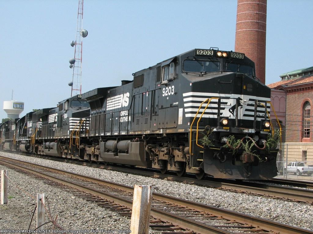 NS 9203, NS 9504, NS 4619, NS 9336, NS 4628 northbound