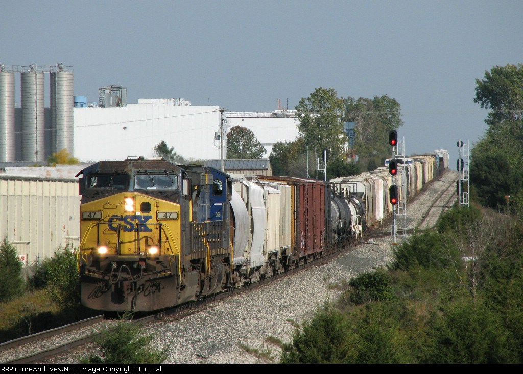 CSX 47 & 53 rolling down the hill with Q335-30
