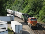 BNSF 1113 & 9237 bring the circus train into Hughart Yard