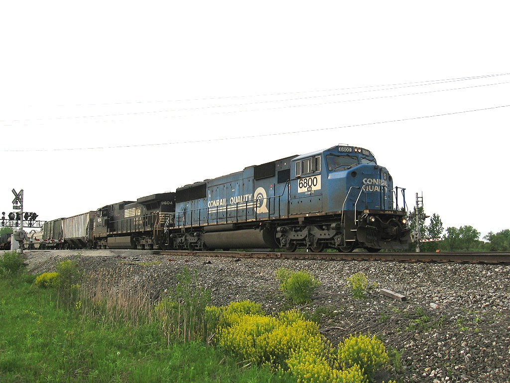 NS 6800 heads east at vickers