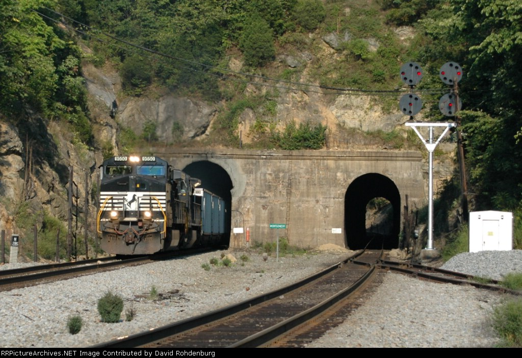 NS 9550 exits one of the twin tunnels