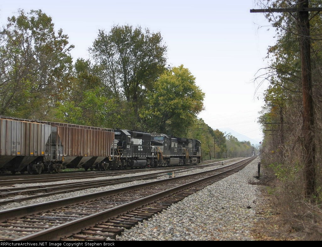 NS 9281 takes V92 to the north end of the yard