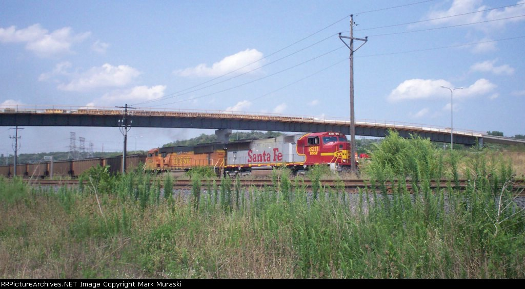 BNSF 8211