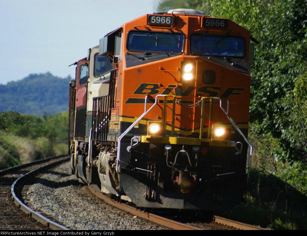 BNSF unit train preparing to meet 2816