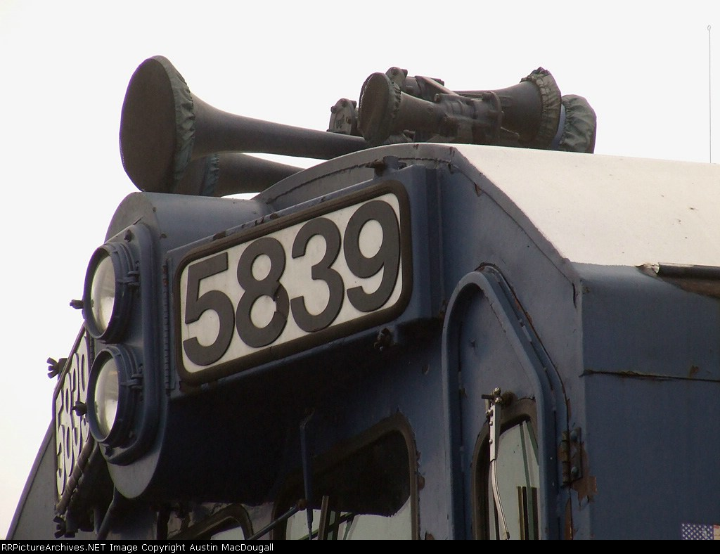 5839 Number and Horn