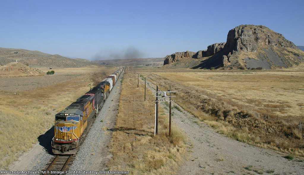 UP 4820 south passes an interesting geologic feature