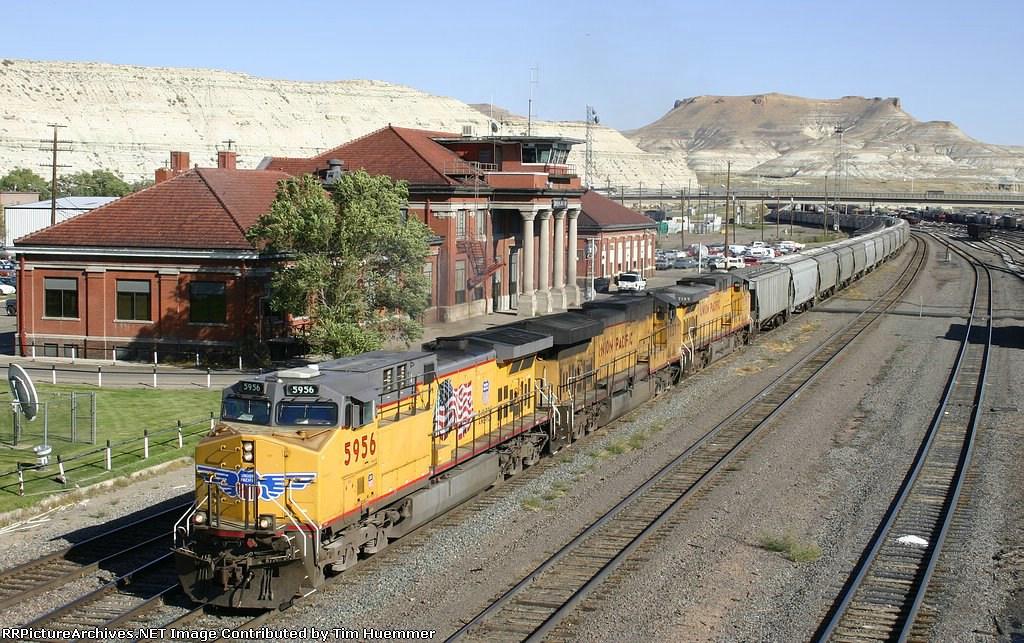Hopper train departs Green River depot