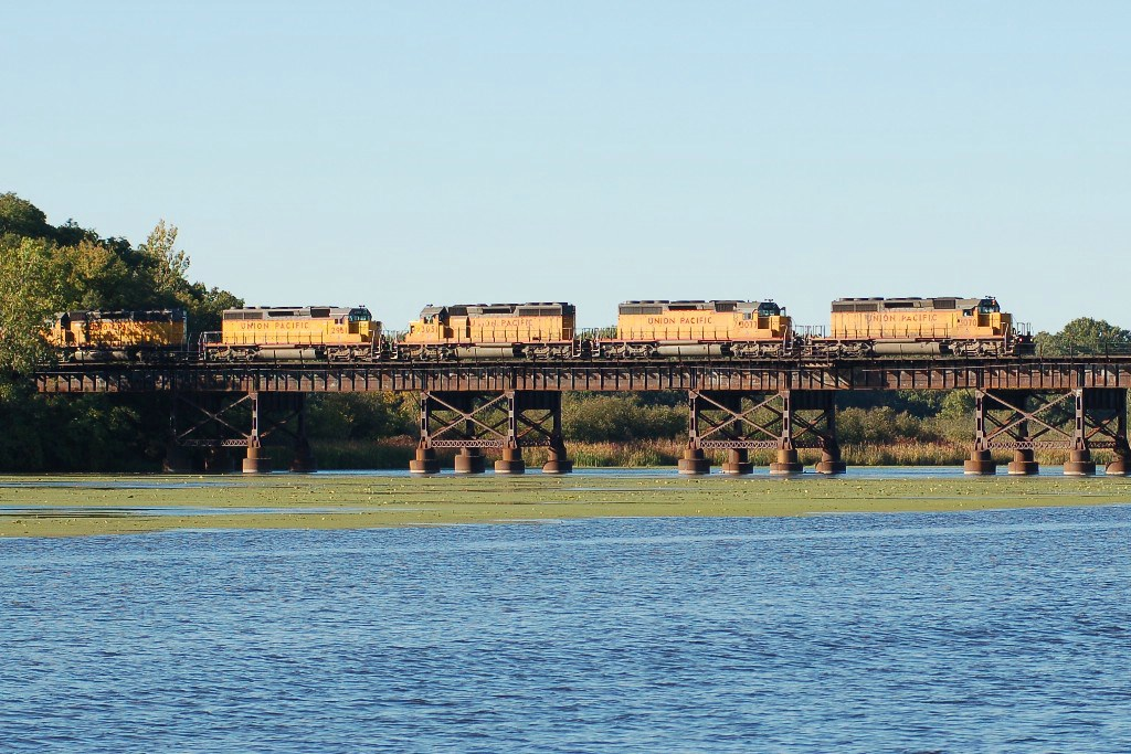 UP 3070 crossing the (?) River