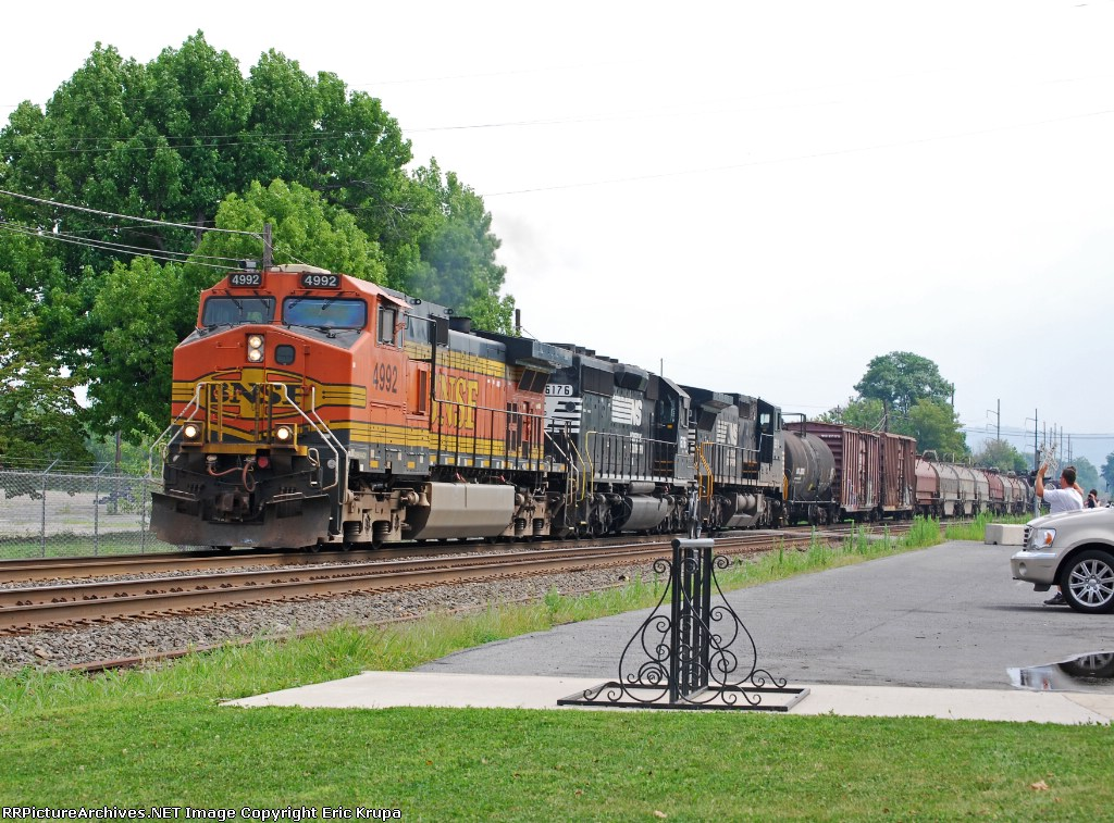 NS 38G with BNSF!