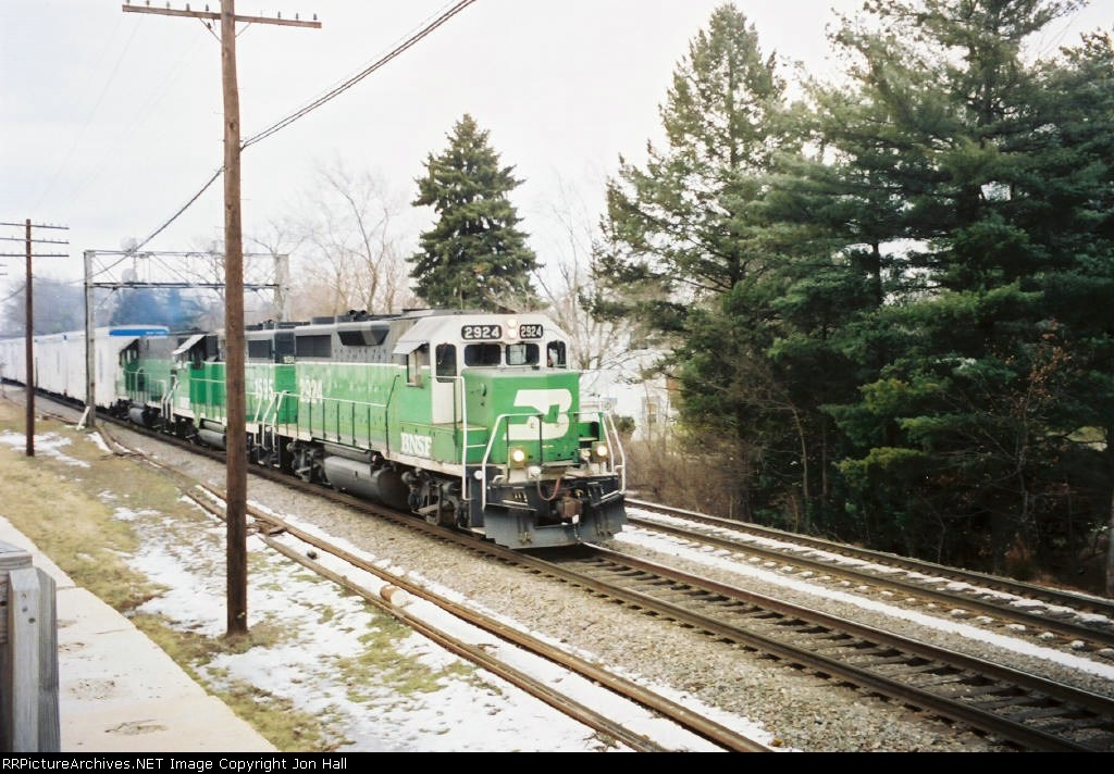 BNSF 2924 leading the 1595 & 1486