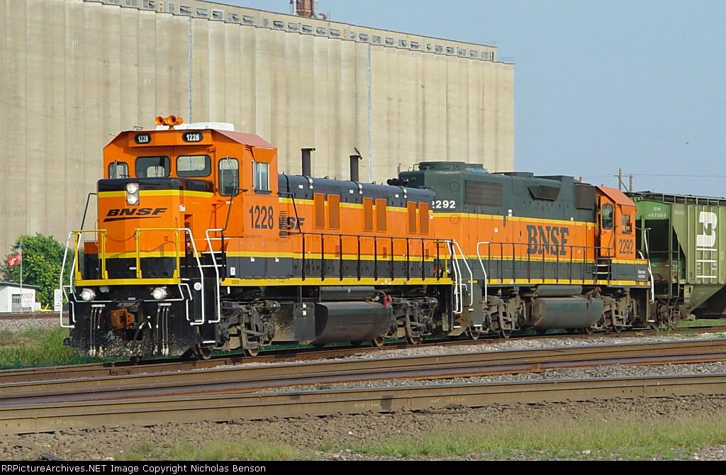 BNSF 1228
