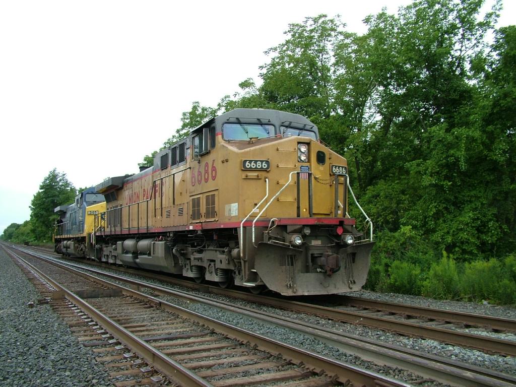 UP 6686 & CSX 345