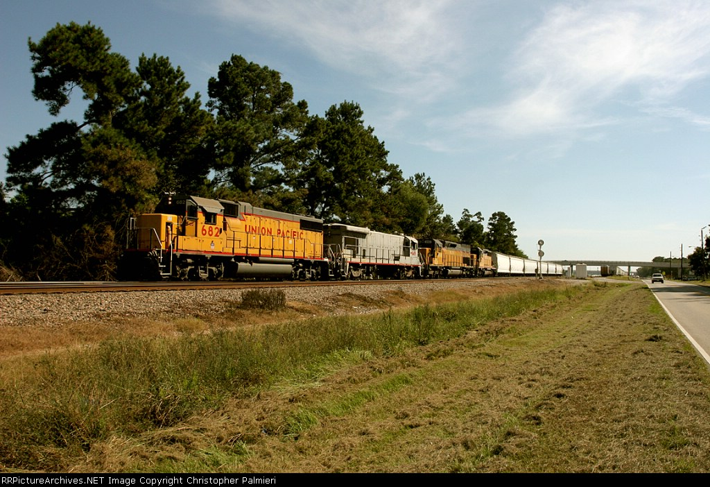 UP 682, UPY 149, HLCX 6145, and UP 3391